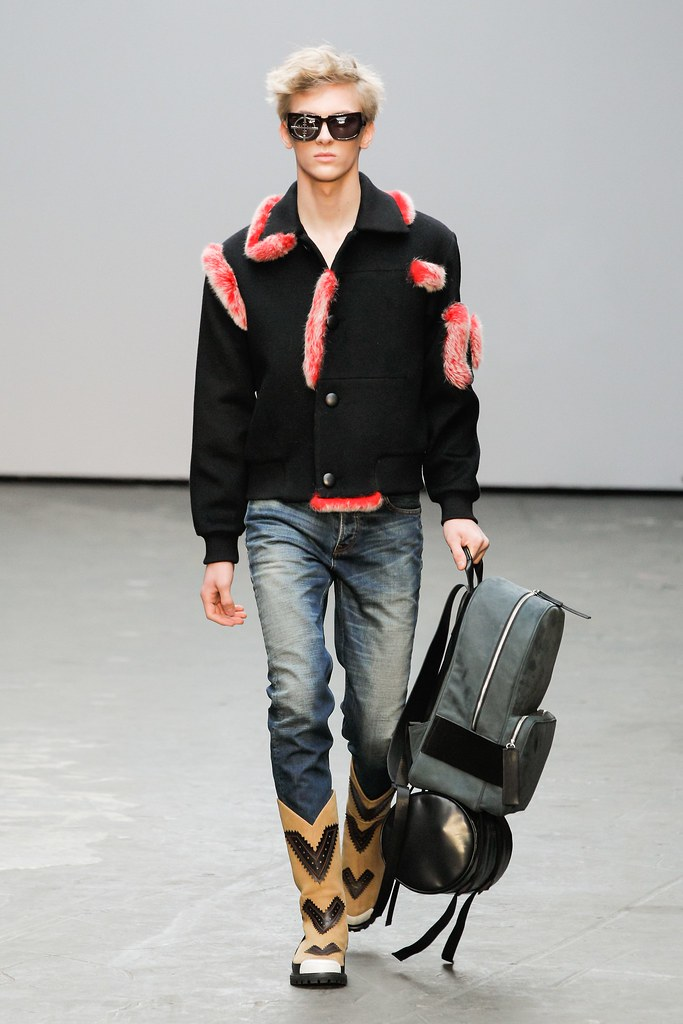 Dominik Sadoch3220_FW15 London Xander Zhou(VOGUE)