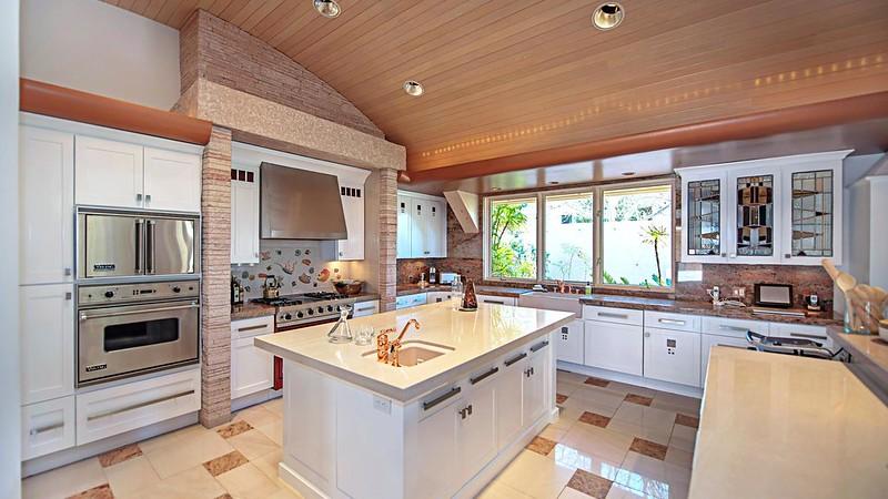 Современная кухня с островом