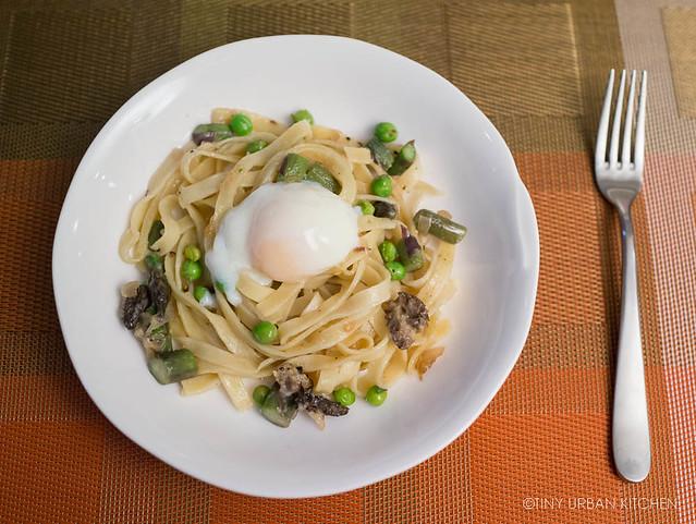 Pasta with peas, morels, asparagus, egg