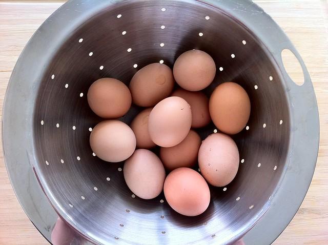 1 Dozen Hard Boiled Eggs