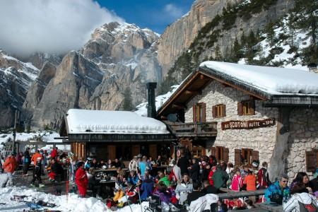 Jak se chovají různé národnosti na lyžích?