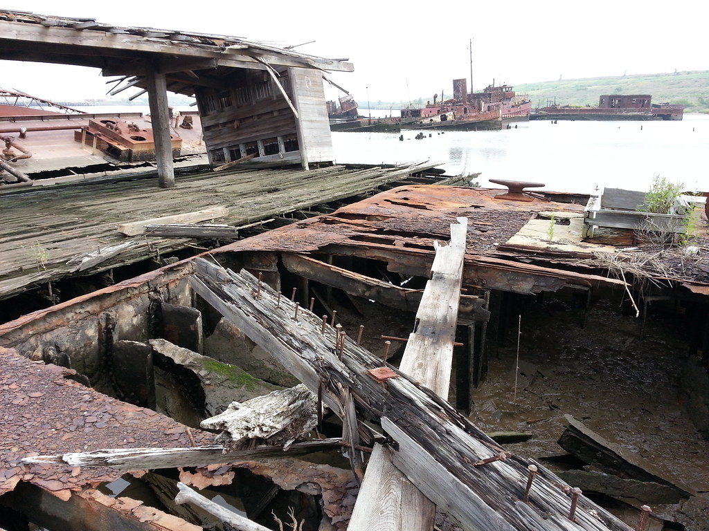 The old witte marine equipment company salvage yard i 39 m for Outboard motor salvage yard