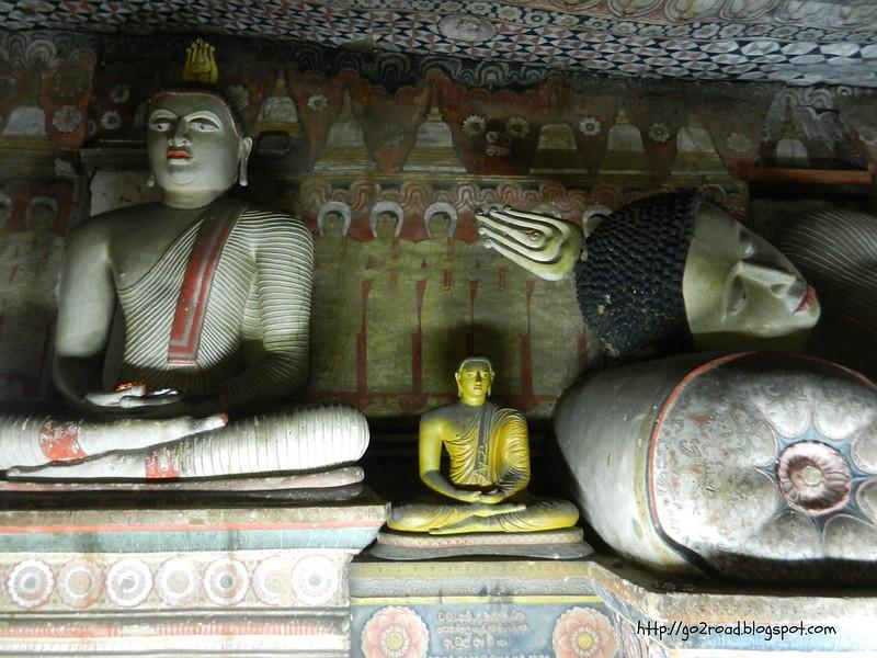 Дамбулла, статуи Будд