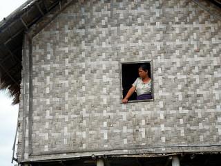 Bamboo woven walls entering Maing Thouk