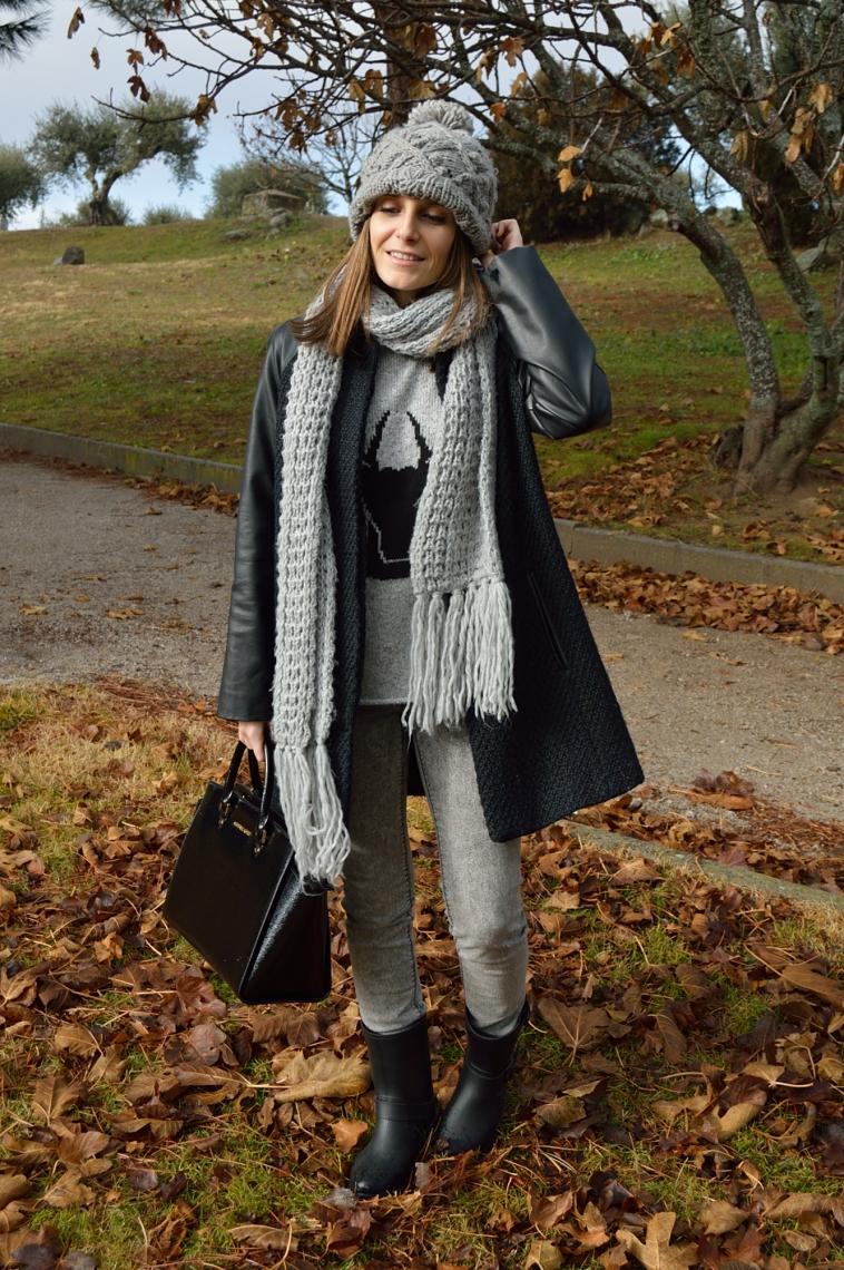 lara-vazquez-madlula-total-look-grey-tones-black-details-fashion-blog