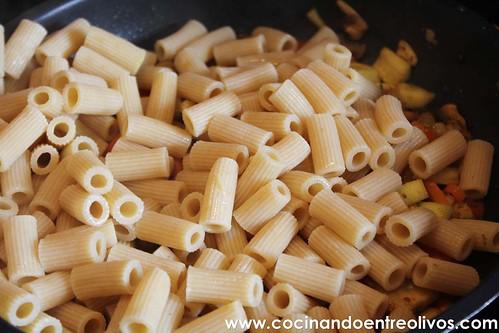 Macarrones integrales con verduras www.cocinandoentreolivos (8)
