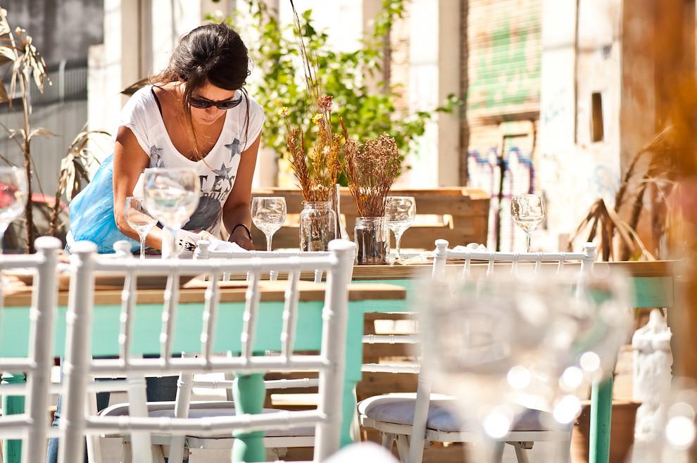 Las mesas ya se encuentran listas para recibir a los invitados, entre ellos representantes políticos, periodistas, empresarios y todo tipo de persona comprometido con la realidad de nuestro país. (Elton Núñez)