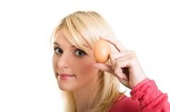 Як мити голову яйцями?