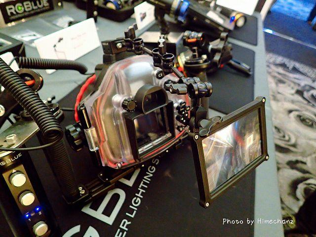 専用のアームを使えばカメラにも取り付けられる!