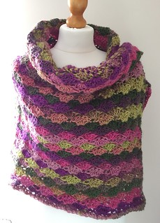 'Tulpen' by Sarah Knight. A simple rectangular shawl using Scheepjes Vinci