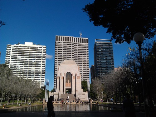 Hyde park war memorial and reflecting pool