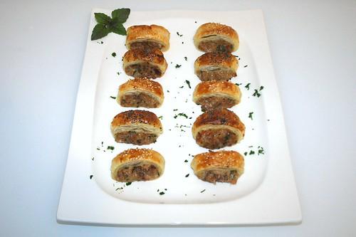 35 - Thunfisch-Blätterteig-Häppchen - serviert / Tuna puff pastry snack - Served