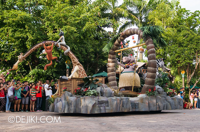 Universal Studios Singapore - Hollywood Dreams Parade - Madagascar