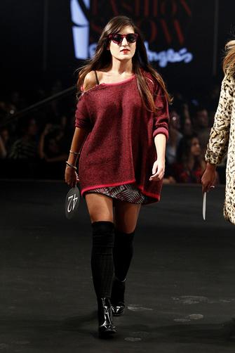 el_desfile_con_las_150_finalistas_de_glamour_street_fashion_show_s_276968886_335x
