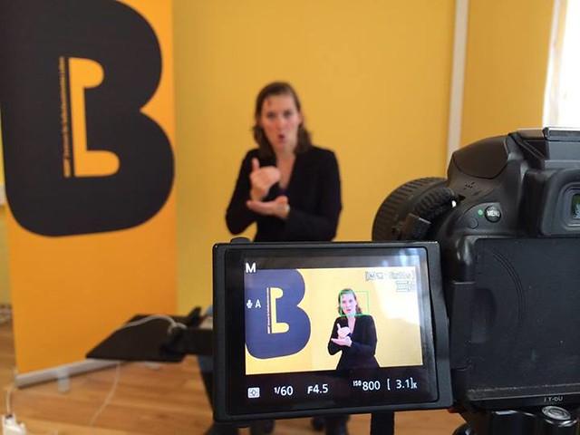 Isabella Rausch beim BIZEPS-Dreh für ÖGS-Video