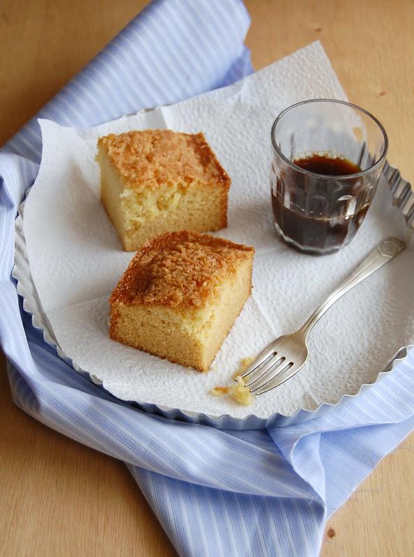 Citrus coconut snack cake / Bolo cítrico de coco para o lanche