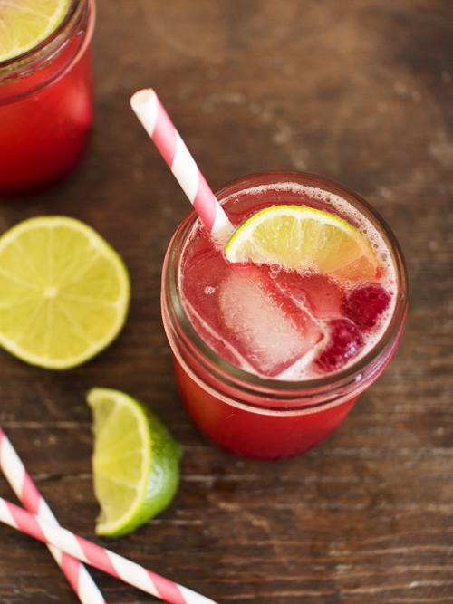 rhubarb berry fizz