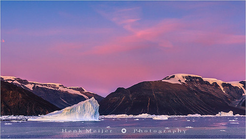 morning winter red mountain snow cold ice water sunrise canon landscape dawn glow glory peak arctic fjord iceberg meijer icebergs henk eastgreenland scoresbysund røde floydian canoneos1dsmarkiii henkmeijer rodefjord kangertittivaq