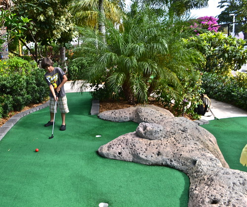 mini golf - what to do in south florida with kids