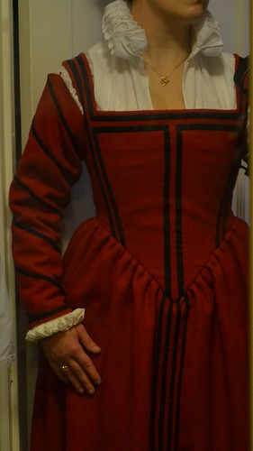 Sleeves, 16th century kirtle on MorganDonner.com