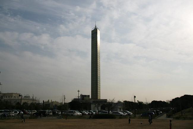宇多津臨海公園から見たゴールドタワー