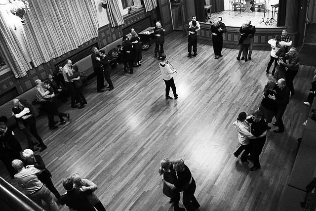 Frå ei danseøving i ungdomslaget.