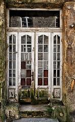 Dilapidated front door (I)