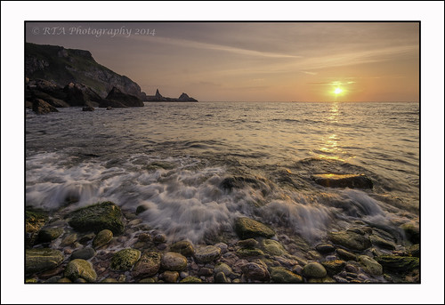 light sea sunrise dawn early rocks framed torbay ansteyscove