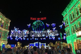 Orlando - Disney World - Hollywood Studios - The Osborne Family Spectacle of Dancing Lights - Peace On Earth Globe & Merry Christmas Sign