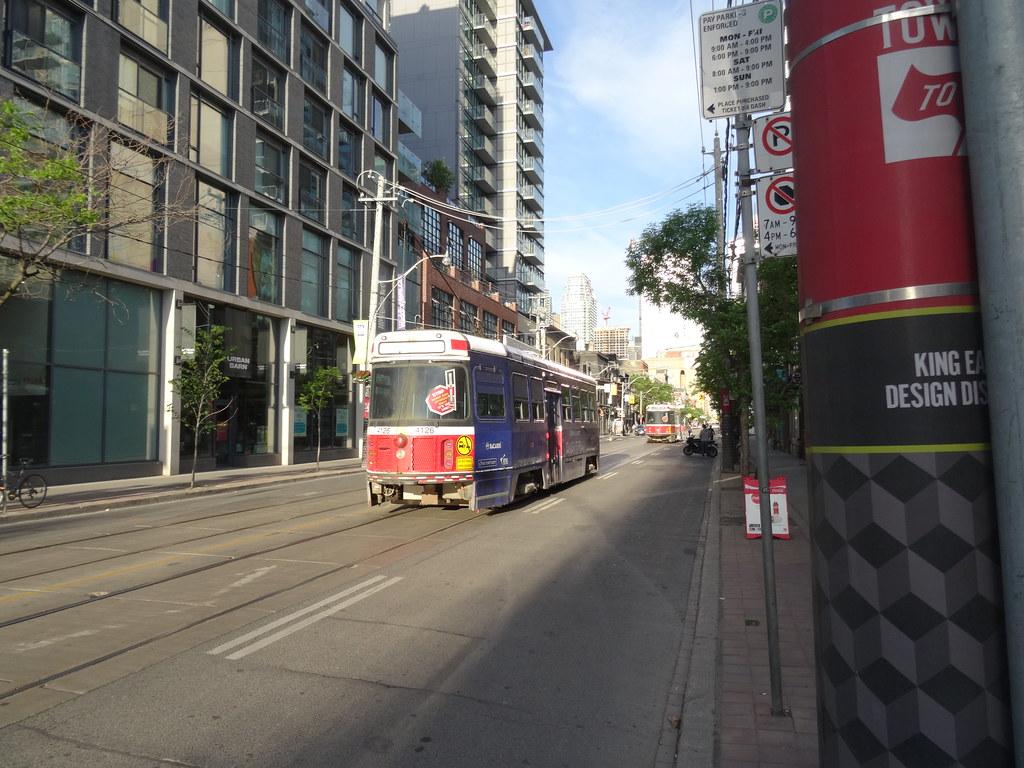 TTC streetcar 4126, on King, 2016 06 01 (2)