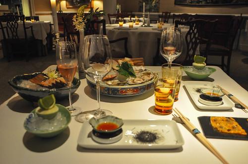 Primer acto: Sashimi de sepia con mahonesa; Sashimi de langosta y moluscos; Tortilla de chanquete de rodaballo; y Sorbete de limón ecológico y albahaca