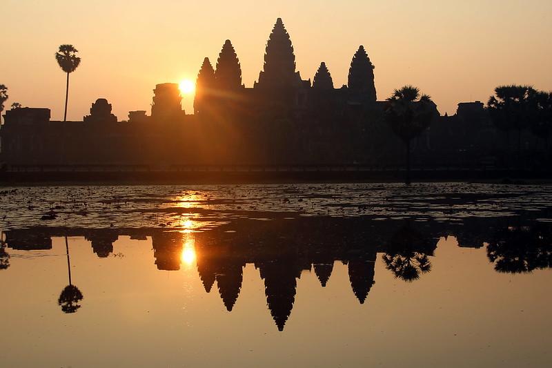 El sol surt d'Angkor Wat