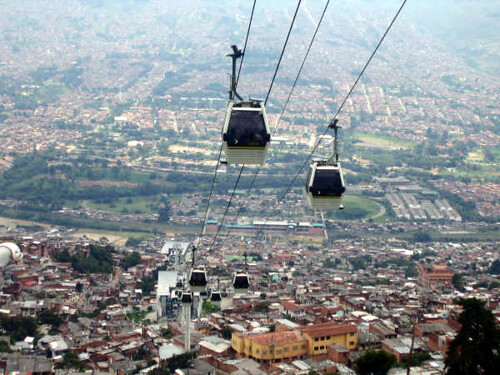 cable cars, Medellin (by: Zero Gravity, creative commons)