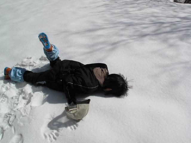雪の中は何をやっても楽しい!顔の型取り中.