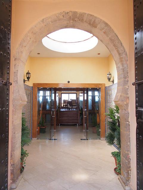 今日午餐-BORJ EDDAR餐廳-餐廳中庭,還有個取光的小透天井