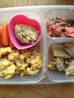 toddler lunch with pumpkin mac