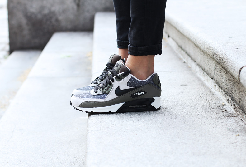 Nike_Air_Max-Sneakers-Casual_Chic_Outfit-Sporty-Backpack-Street_Style-29