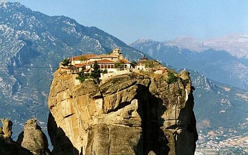 """La città di Meteora ed i suoi """"monasteri volanti"""""""