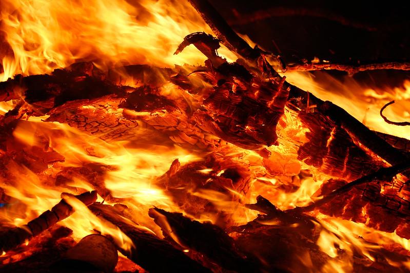 -20140419-fire, flickr-85 mm1-80 sec at f - 5,6ISO 100.jpg