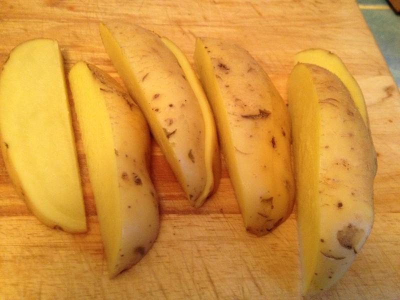 Spicy Smokey Potato Wedges : Slice the potato