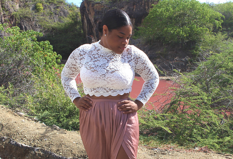 h&m, lace, lace crop top, crop top, maxi skirt, thigh split skirt, thigh high split, asos, asos skirt, low bun, blogger, fashion, black girl, new look, curacao, pink lake, nature, culture, how to, style, fashion