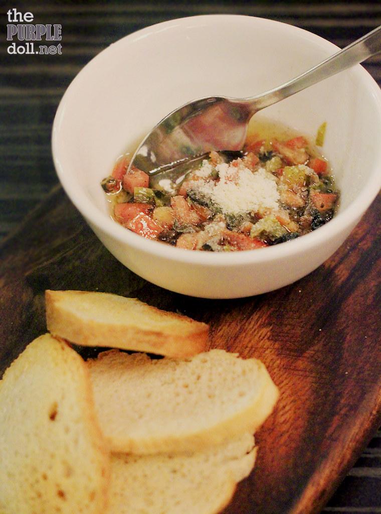 Va Bene complimentary bruschetta with tomato salsa