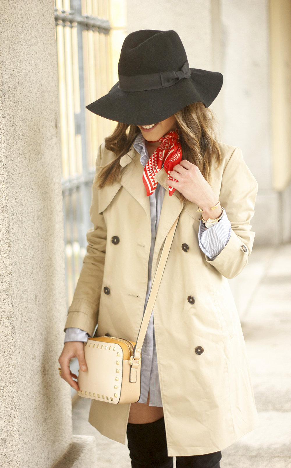 trench dress shirt over the knee boots red bandana hat pepe moll bag02
