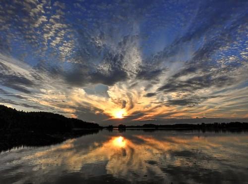 sunset sky lake reflection clouds germany bayern bavaria see evening sonnenuntergang oberbayern upperbavaria himmel wolken spiegelung a8 abendstimmung miesbach abends claudemunich seehamersee weyarn alpineforeland grosseeham lakeseeham