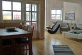 """Komfort-Rorbür (""""Hotel"""" im Stil der norwegischen Fischerhütten) in Svolvär. Skitouren auf den Lofoten. Foto: Günther Härter."""