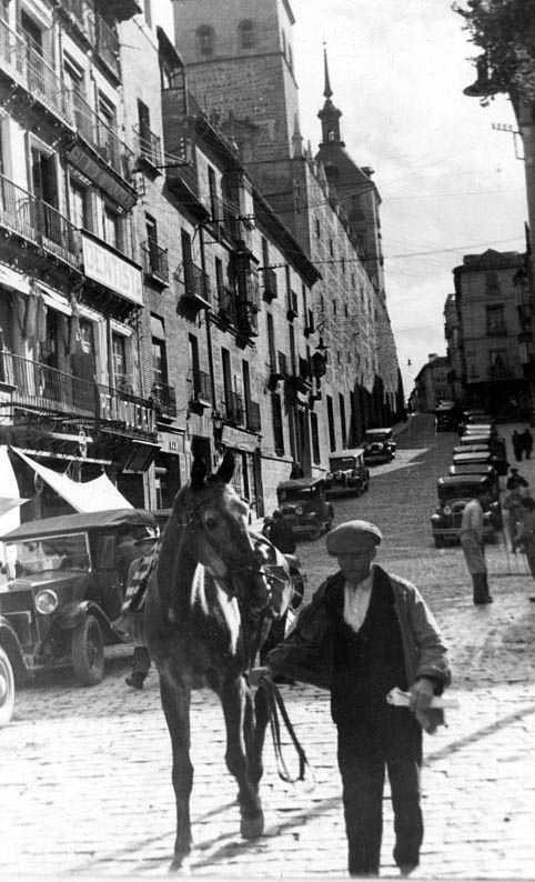 Plaza de Zocodover en 1935. Fotografía Josep Gaspar i Serra © Arxiu Nacional de Catalunya. Signatura ANC1-23-N-1560