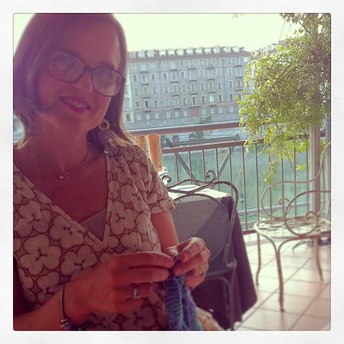 Knitting at the restaurant :) A special evening:) Lavorando a maglia al ristorante:) Una serata speciale:)