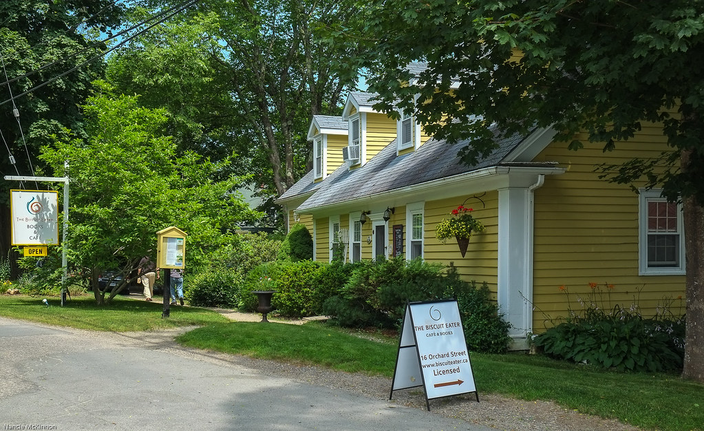 Biscuit Eater, Mahone Bay.jpg