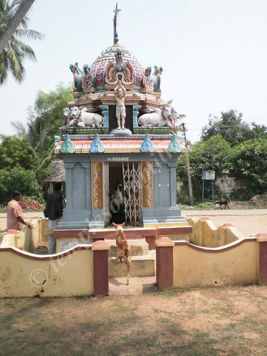 Nandanar's shrine outside the temple, Thirupungur