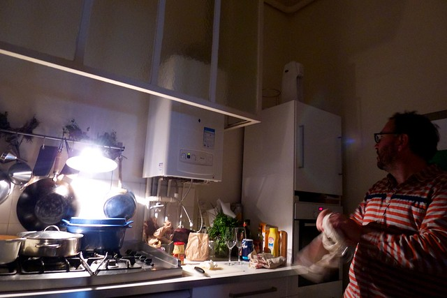 キッチンでかい。天井高い。